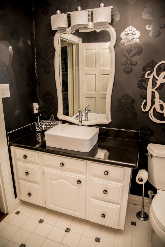 B&W Bathroom Remodel in Austin Tx