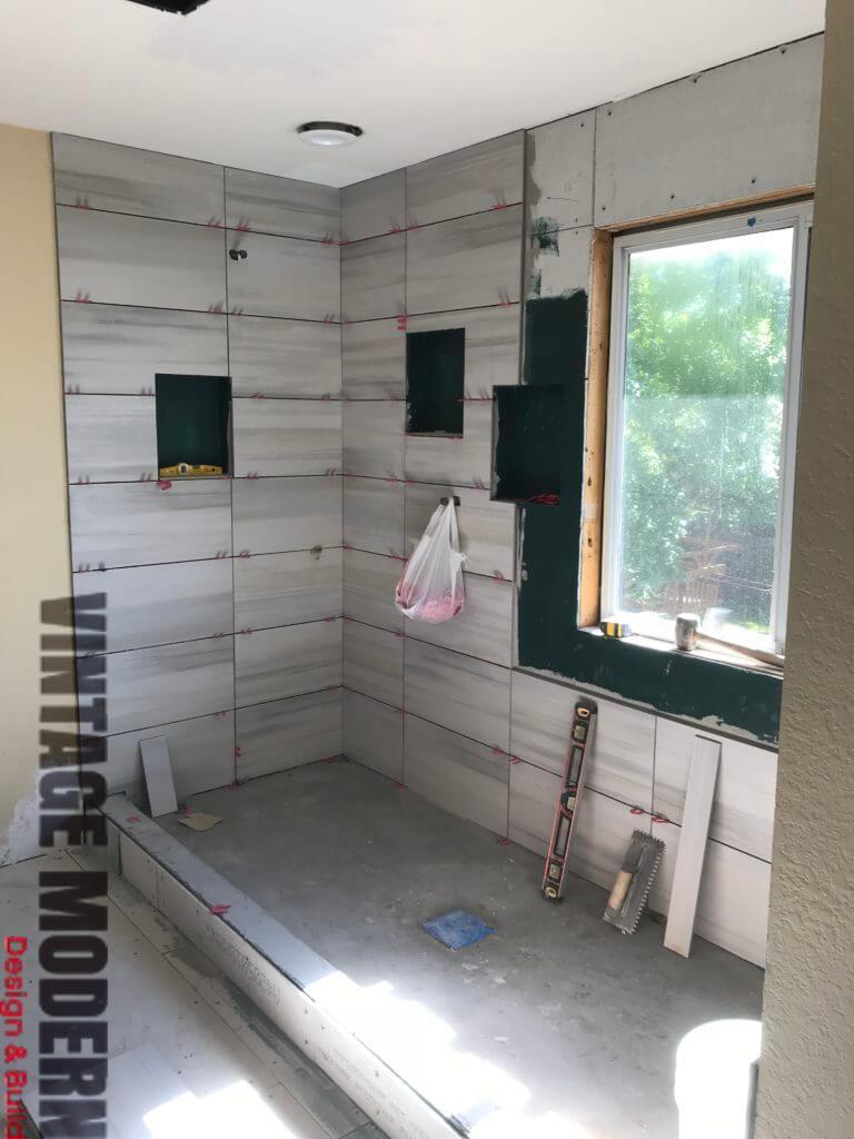 Minimalist modern Bathroom Remodel Tile Setting Austin